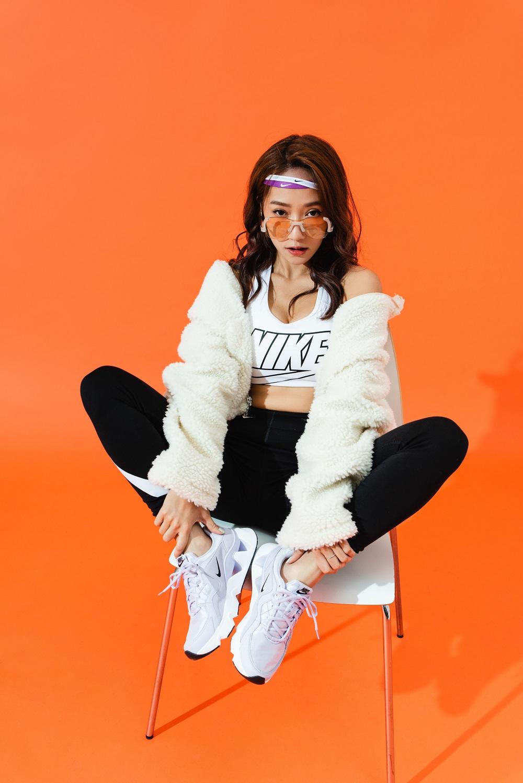 NIKE-RYZ-365-白色Nike-Sportswear-Swoosh-外套-2.jpg